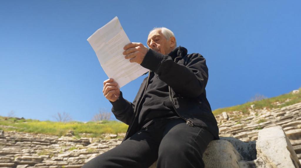 Türk tiyatrosunun usta ismi Genco Erkal'ın sanat hayatını ele alan